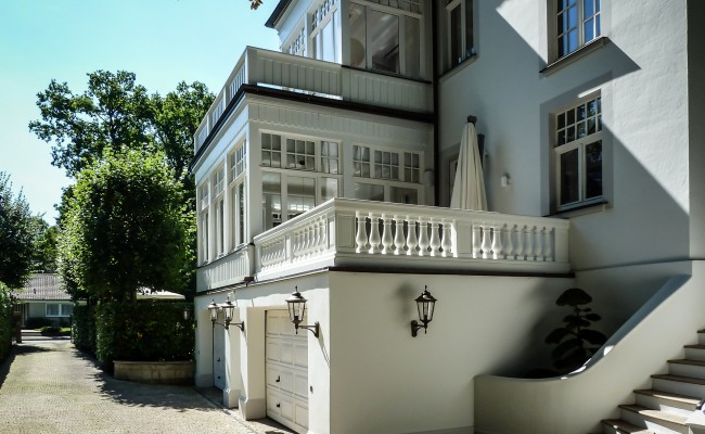 Umbau einer Villa in Hannover | Eingangsbereich und Garagen